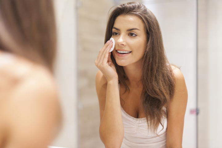 makeup_remove_pad_cleanse_night_time_ritual_clean_fresh_young_woman_lotion_fresh_720
